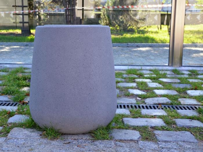 Kosz naśmieci Kobe nakostce brukowej