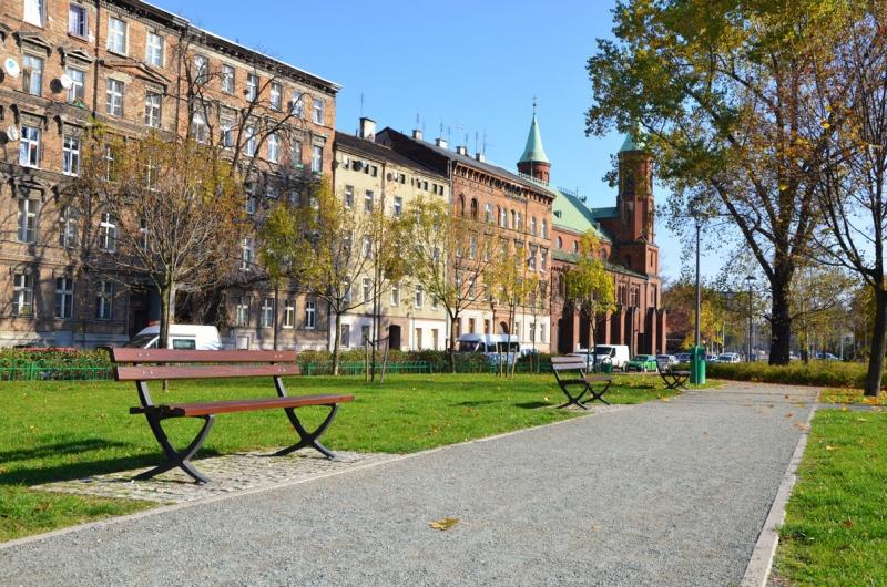 Ławki Komserwis wParku Słowackiego weWrocławiu